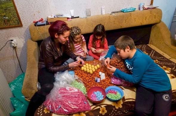 Kinder Sürpriz Yumurta Hakkında Şok Gerçek! Kulaklarına İnanamayacaksınız... Dünya Çikolata Devi Yaşları 6-12 Arası Çocuklar... Dünya Ayağa Kalktı! - 1