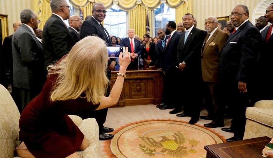 Trump'ın Odasında Bir Garip Görüntü! - 1