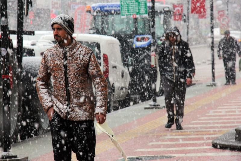 Mart Ayında Lapa Lapa Kar Yağdı! - 1