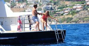 Ali Ağaoğlu'nun Sevgili Duygu Su Gülpınar ile Tekne Keyfi!