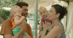Ünlü Oyuncu Eşi Ve Çocukları İle Birlikte Teknede Yaşamaya Başladı!