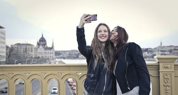 Profesyonel Selfie Arkadaşı Hizmeti Başlıyor! - 1