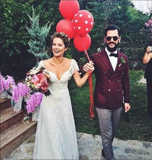 Bir Kerede Abartmayın Ya! Ünlü Oyuncu Evlendi! - 1