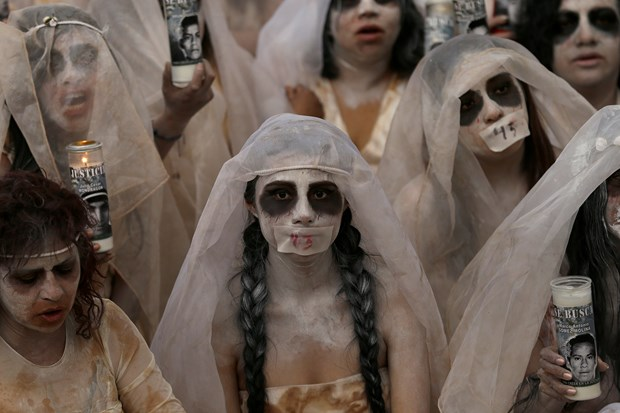 Meksika'da Kaybolan Öğrenciler İçin Yürüyüş Yapıldı! - 1