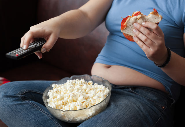Yemek Yerken Film İzlemek Obeziteye Yol Açıyor! - 1