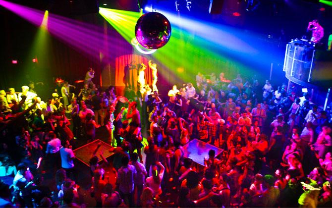Dansçı Kızlar Bir Gecede Parayı Buldu - 1