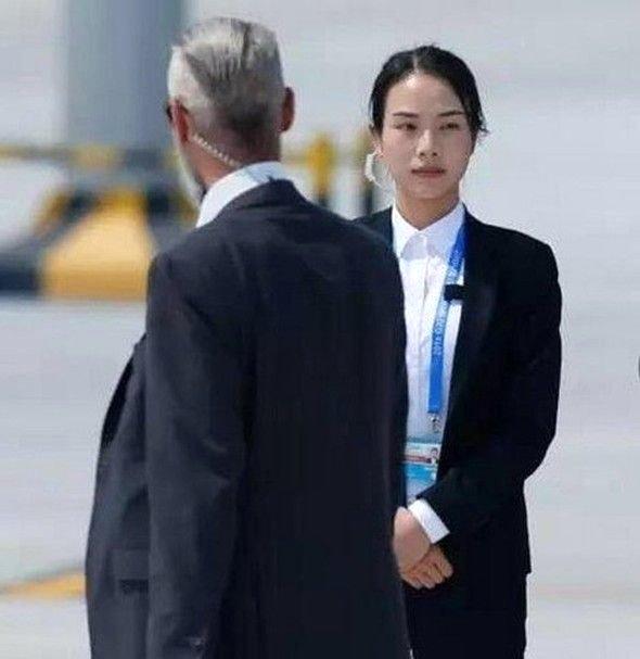 Çin Hükümeti Fotoğraftaki Ayrıntıyı Fark Edince Kadına Bakın Ne Yaptı - 1