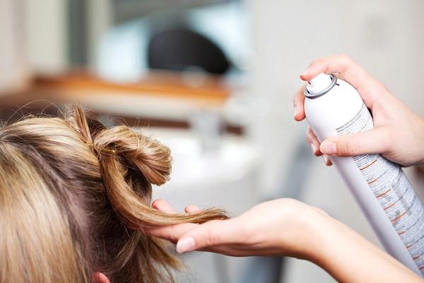 Saç Spreyinin Farklı Kullanım Alanları Var! - 1