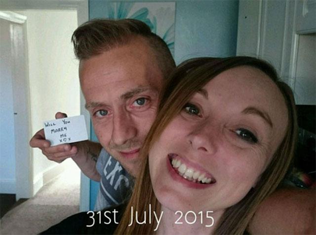 148 Fotoğrafa 'Benimle Evlenir misin?' Notunu Gizleyerek Evlenme Teklifi Etti! - 1