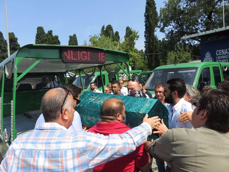 Tuğba Özay, Yakın Arkadaşı Vatan Şaşmaz'ın Cenazesinde! - 1