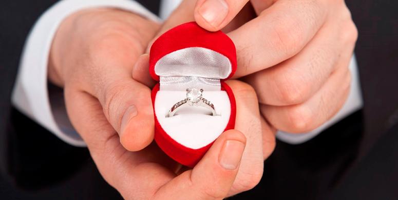 Evlilik Teklifi Etmek İsteyen Genç Yüzüğü Kaybetti - 1