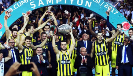 Fenerbahçe İlk Kupasını Aldı!