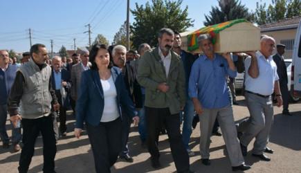 HDP'li Vekil Terörist Cenazesinde!