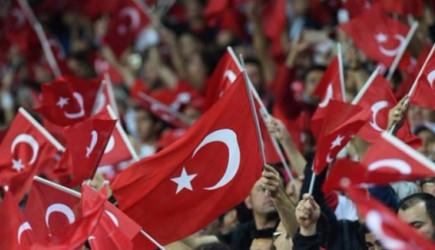 Türkler O Ülkeye Akın Ediyor!