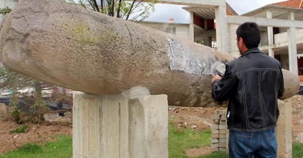 10 bin yıllık taşa yazılan slogan kazındı