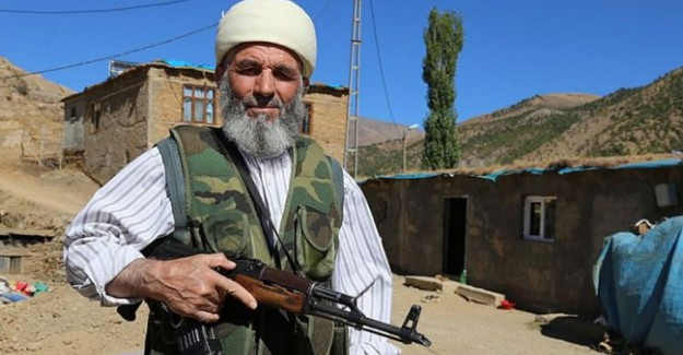 70 Yaşında Ama Gençlere Taş Çıkartıyor: Gece Nöbette, Gündüz Camide