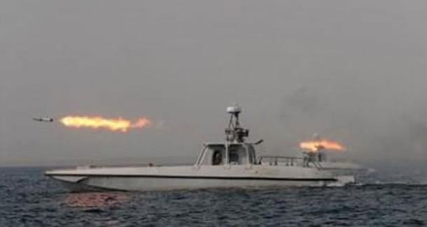 ABD-İran Gerginliği! ABD Gemisini Sıkıştırdı