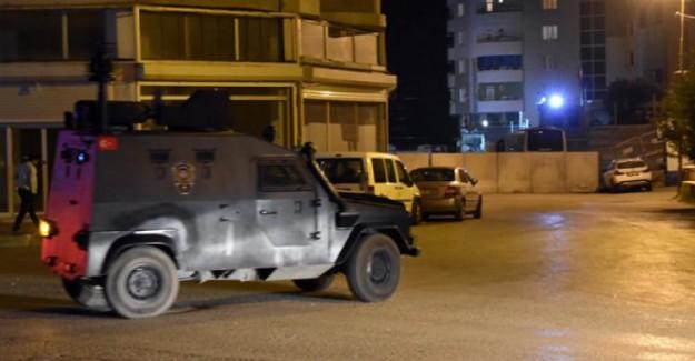 Adana'da Emniyet Önünde Bomba Patladı!