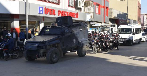 Adana'daki O Mahalleye Yüzlerce Polisle Operasyon Yapıldı
