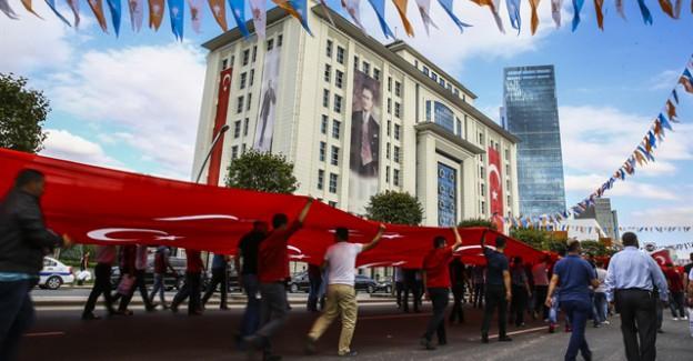 AK Parti Kutlamalarından Dikkat Çeken Detaylar