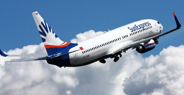 Antalya'da havalimanında panik anları: Uçağın ön iniş takımı çöktü