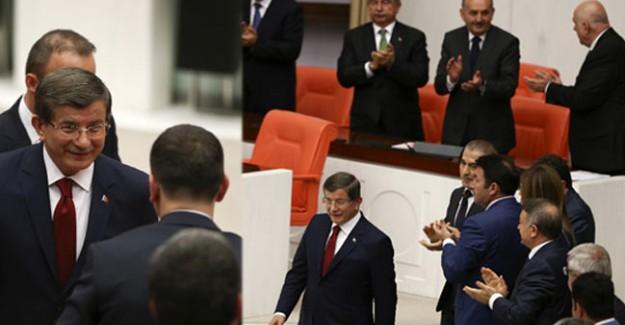 Başbakan Ahmet Davutoğlu'nu Ayakta Alkışladılar