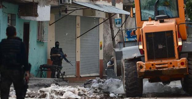 Bomba Yüklü Traktör Ele Geçirildi! 1 PKK'lı Öldürüldü