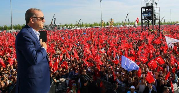 Cumhurbaşkanı Erdoğan'ın Törene Gelişinde Dev Pankart
