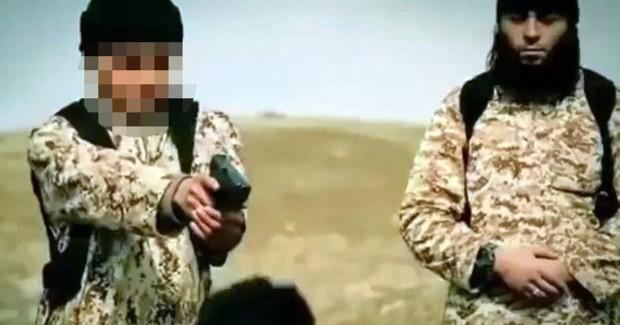 DAEŞ, iki Suriyeliyi, Fransız çocuklara infaz ettirdi!