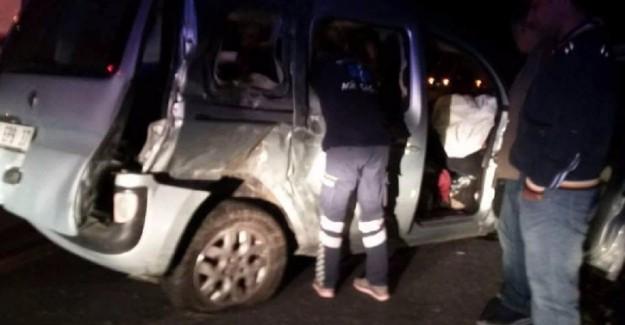 Denizli'de Zincirleme Trafik Kazası: 2 Ölü, 3 Yaralı