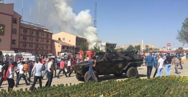 Elazığ Emniyet Müdürlüğü'ne Bombalı Saldırı! 3 Şehit 217 Yaralı