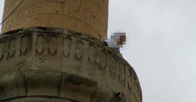 Eline Bıçağı Alıp Minareye Çıktı