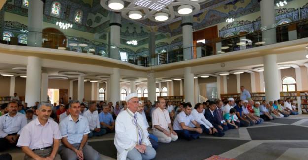 FETÖ'nün Kütüphane Olarak Kullandığı Cami İbadete Açıldı
