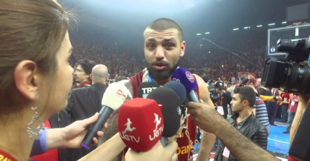 Galatasaraylı oyuncudan Fenerbahçe'ye 'edep' göndermesi