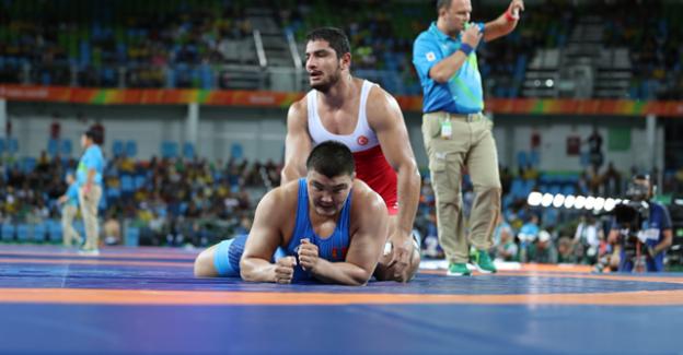 Güreşçilerimiz Taha Akgül ve Selim Yaşar Finalde