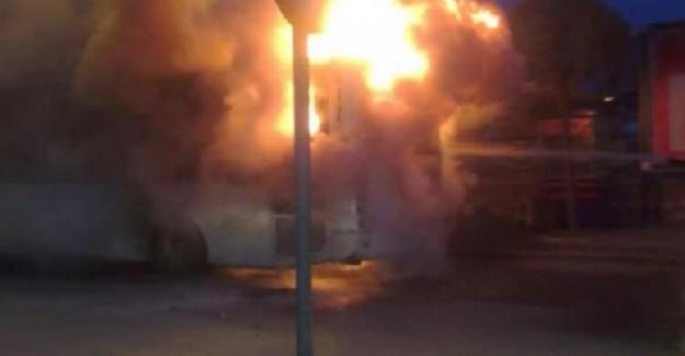 İçinde 15 Yolcunun Olduğu Halk Otobüsünde Büyük Yangın!