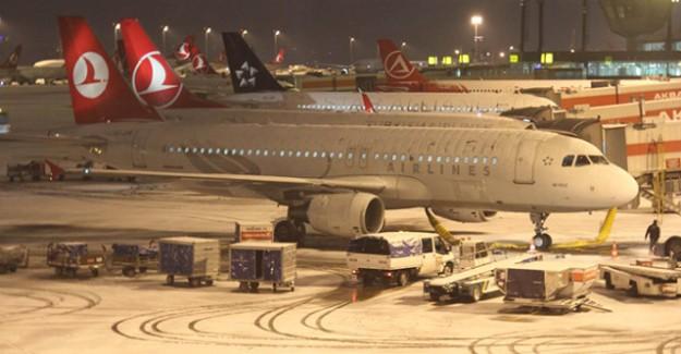 İstanbul'da Kar Yağışı Hava Trafiğini Vurdu! 395 Sefer İptal Edildi