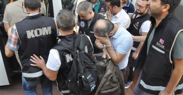 İzmir'de FETÖ'ye Büyük Darbe! Aralarında Vali Yardımcısı ve Kaymakam da Var