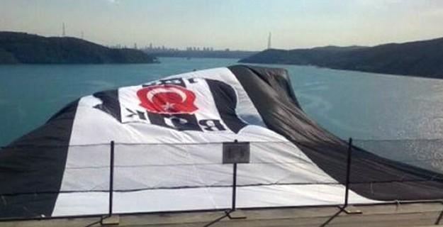 Köprüye Asılan Beşiktaş Bayrağını Yaktılar