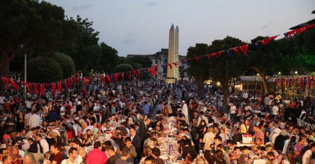 Küfür, Sloganları Oldu! CHP'li Belediyeden Vatandaşlara 'Ramazan' Hakaretleri!