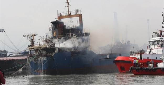 Mersin'de kuru yük gemisi yandı!