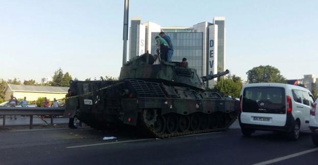 Namlusunu Türk Halkına Doğrultan O Tanklar Bakın Şimdi Nerede