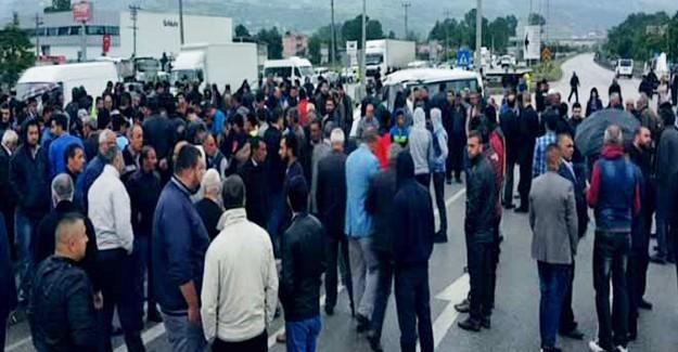 Öfkeli Kalabalık Polisi Taş Yağmuruna Tuttu