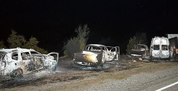 PKK'lılar 11 Aracı Ateşe Verdi