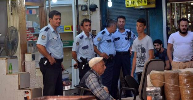 Polisi görünce tezgahlarını bırakıp kaçtılar
