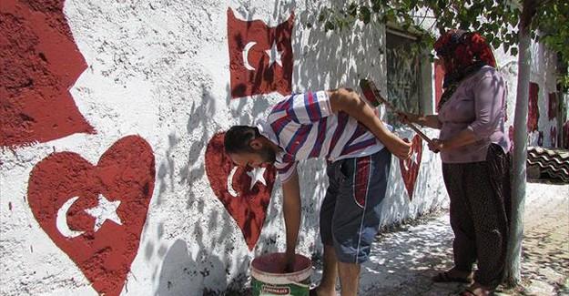 Protesto için evinin dışına Türk Bayrağını resmetti