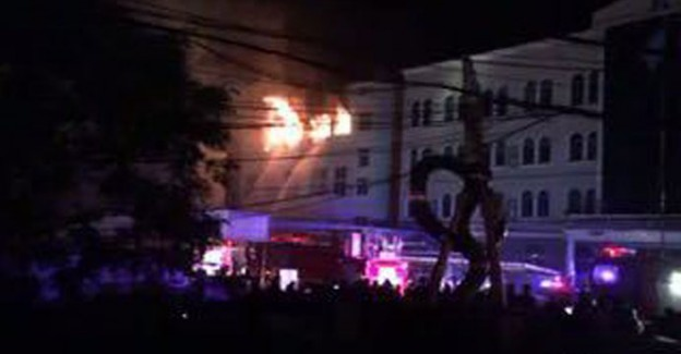 Savaş Uçağı Fabrika Binasına Çakıldı!