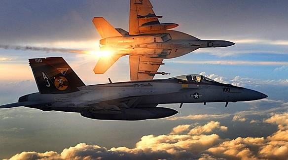 Savaş Uçakları Havada Çarpışıp Düştü!