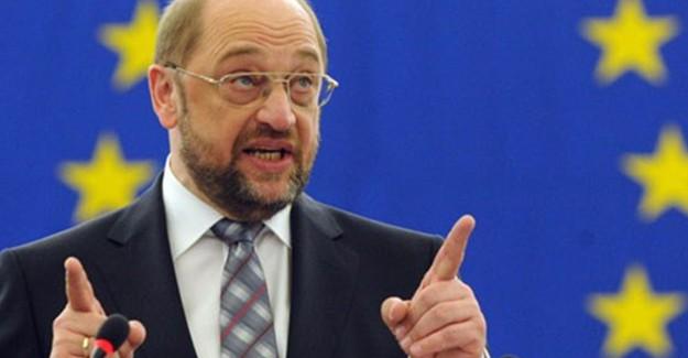 Schulz Başbakanlığa Göz Dikti!