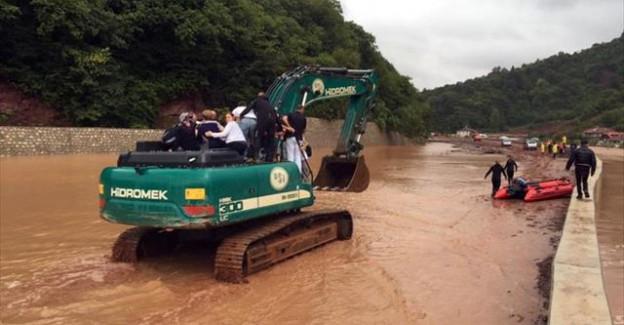 Sel Felaketinde Otobüste Mahsur Kalan Yolcular Kurtarıldı